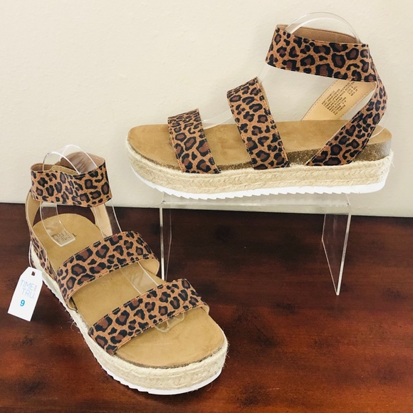 Tru Shoes | Blush Platform Sandals